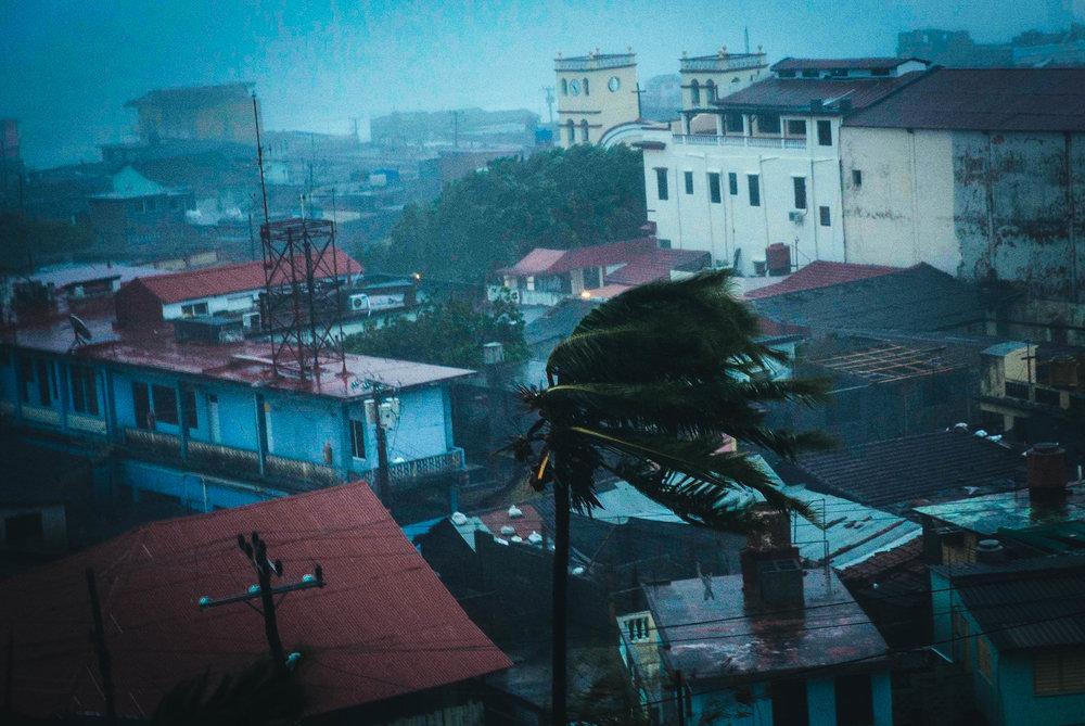 Vientos del huracán Matthew azotan Baracoa, Cuba, el martes 4 de octubre del 2016. Ramon Espinosa AP