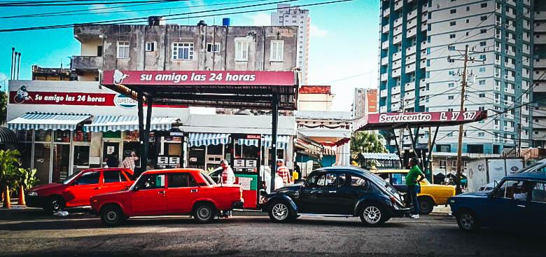 La gasolinera de 17 y L, en el Vedado, este viernes por la mañana. La Habana, 16 de diciembre de 2016. (M. MATIENZO PUERTO)
