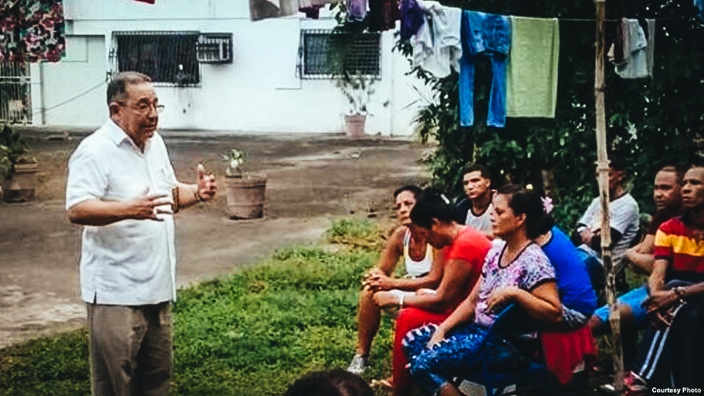 El Diácono Víctor Berrío dijo a Martí Noticias que siguen llegando cubanos a los albergues de Cáritas.