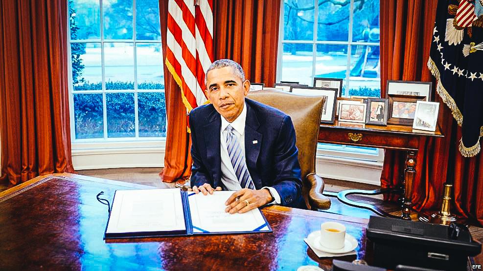 Obama en la Oficina Oval. Foto Archivo