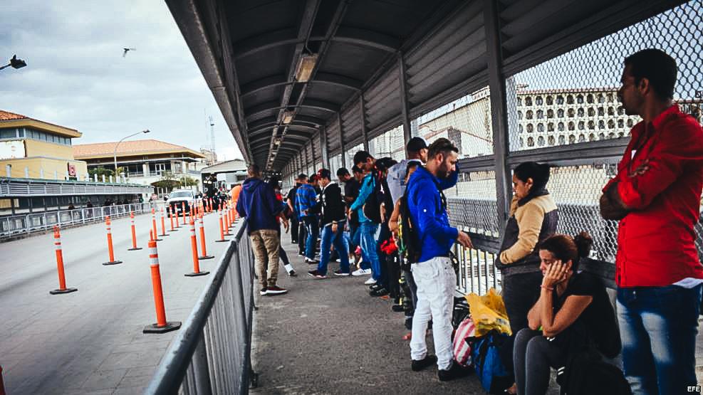 Cubanos bloqueados en la frontera de EE.UU con Nuevo Laredo, México.