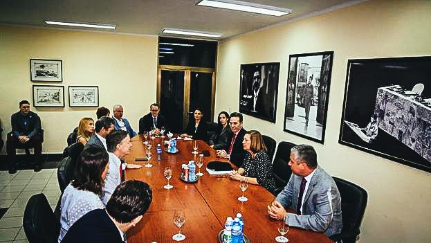Josefina Vidal y John Hickenlooper reunidos en La Habana.