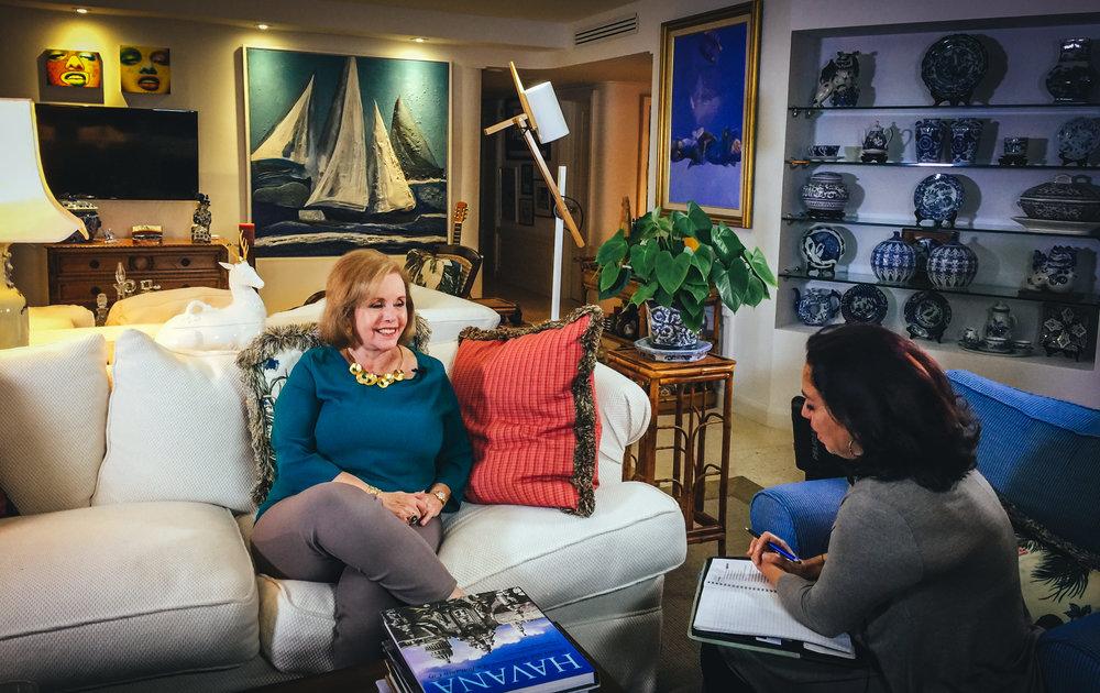 """Aida Levitan durante el rodaje de la entrevista para """"Voces de Cuba""""."""