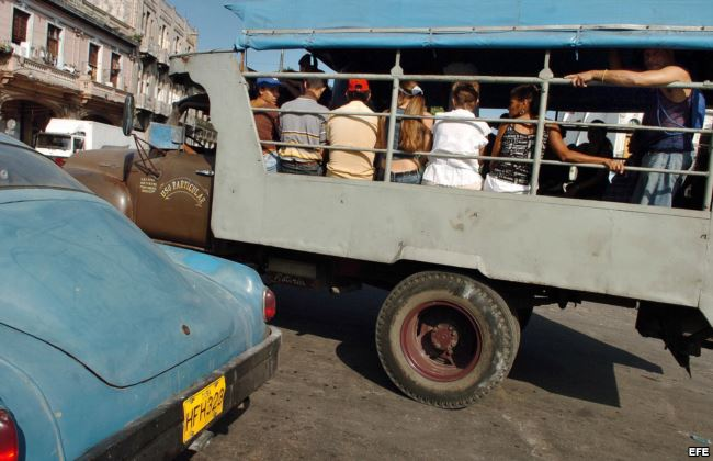El servicio estatal de transporte en la capital cubana es caótico, y depende de los privados.
