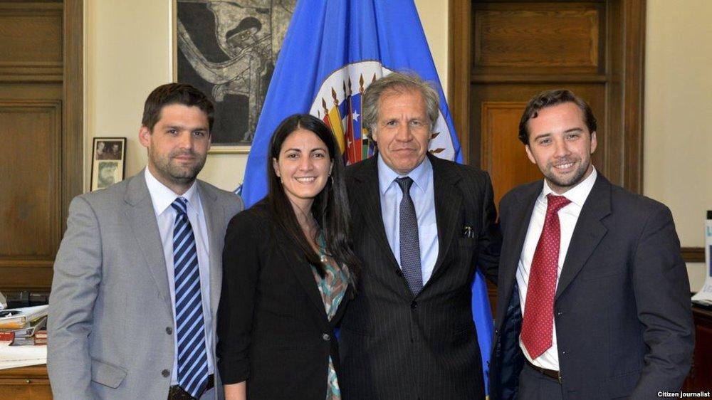 Luis Almagro, secretario general de la OEA, junto a Rosa María Payá y otros jóvenes de la RedLat.