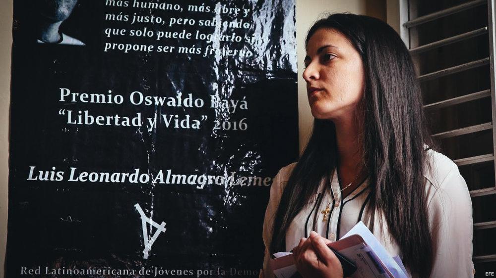 La opositora cubana Rosa María Payá habla durante la entrega del premio Oswaldo Payá, en La Habana.