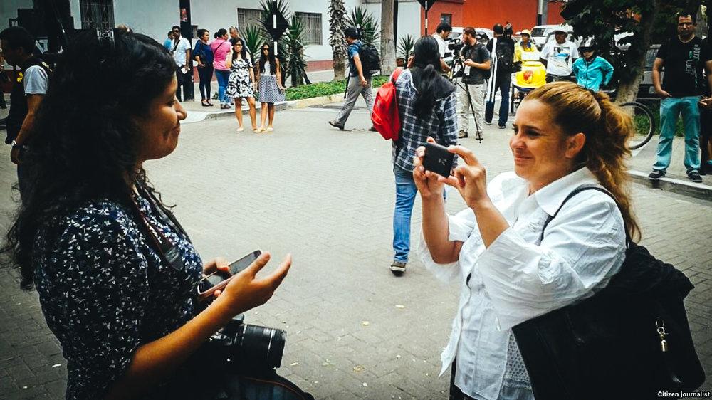 Joanna Columbié (derecha), es directora de la Academia 1010 y escribe para el blog del movimiento Somos+.