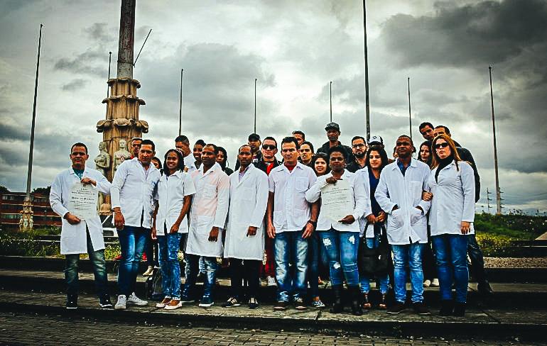 """En Bogotá se encuentran alrededor de 180 médicos cubanos, de esos hay 85 esperando la visa (tras una solicitud) que llegó en tiempo, pero también hay 25 que no les dio tiempo para aplicar al 'Parole"""". EFE"""