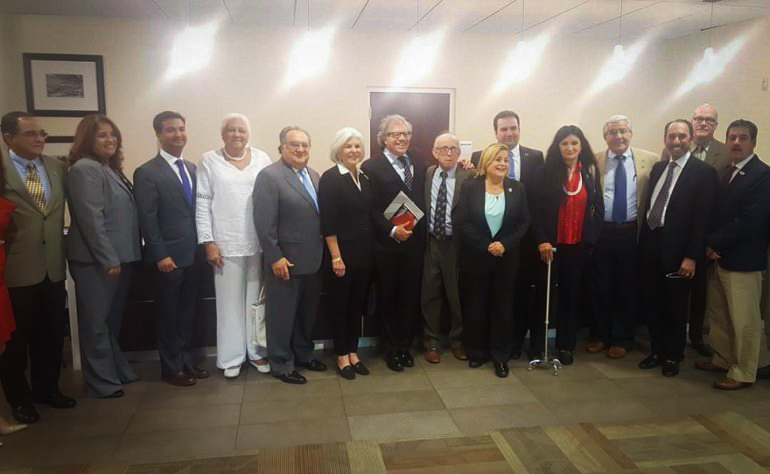 El secretario general de la OEA, Luis Almagro (c), sostuvo un encuentro con líderes del exilio cubano en Miami y congresistas cubanoamericanos. CORTESÍA