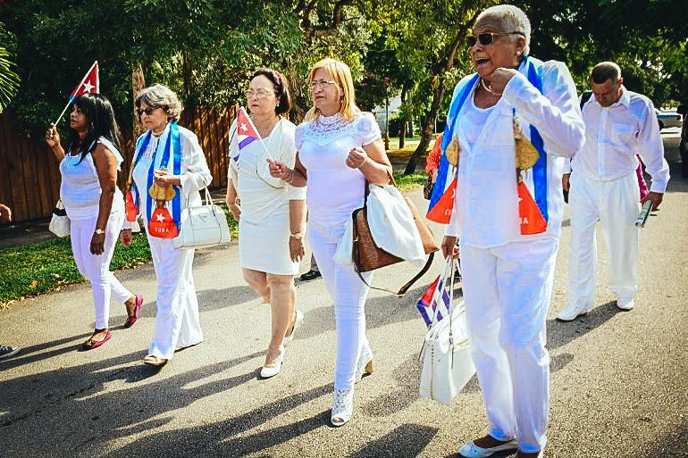 De izquierda a derecha, las Damas de Blanco María Elena Alpizar, Dolia Leal, Noelia Pérez y María Cristina Labrada durante una marcha en Miami, tras la muerte de Fidel Castro. EFE
