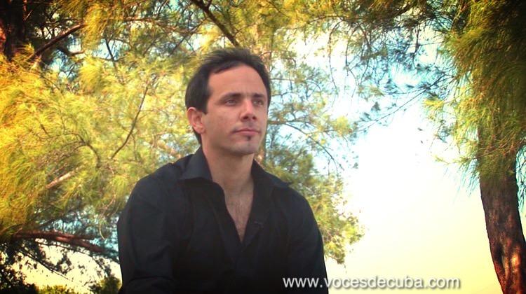 """Henry Constantín durante el rodaje de la entrevista con """"Voces de Cuba"""""""