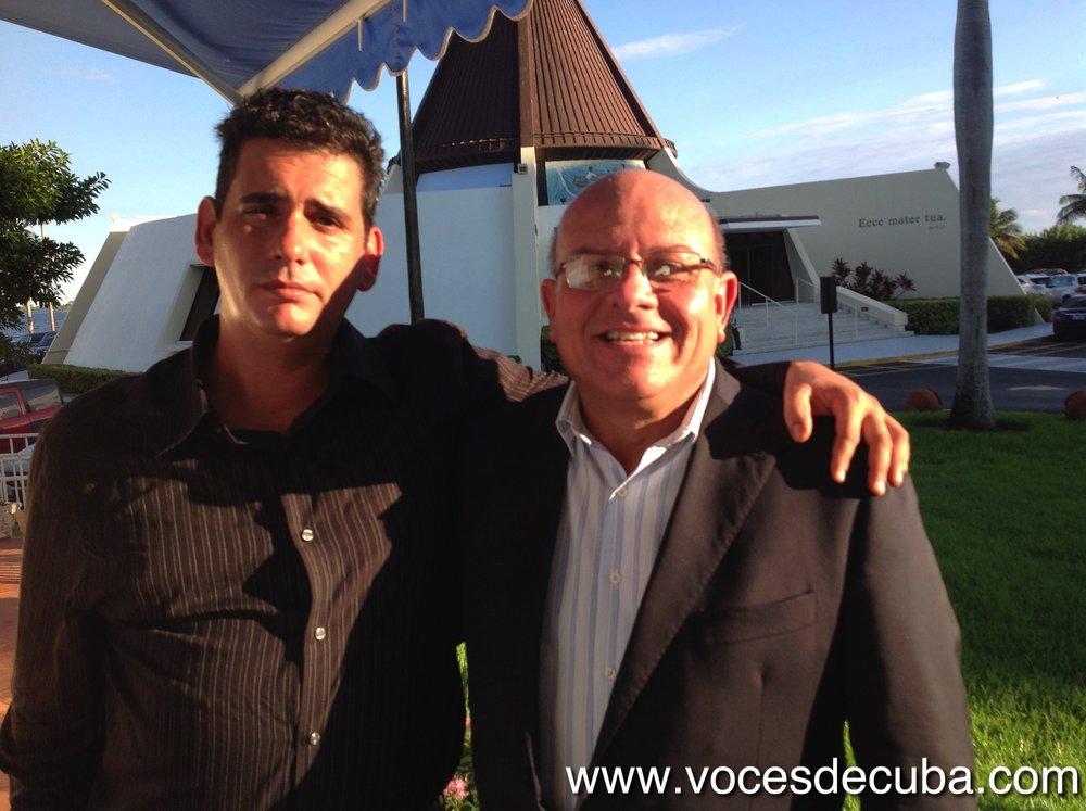 """Dagoberto Valdés junto a Jeffrey Puente García; director de """"Voces de Cuba"""" durante el rodaje"""
