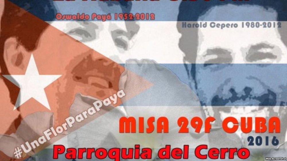 Un cartel anuncia la misa en honor a los opositores cubanos Oswaldo Payá y Harold Cepero.