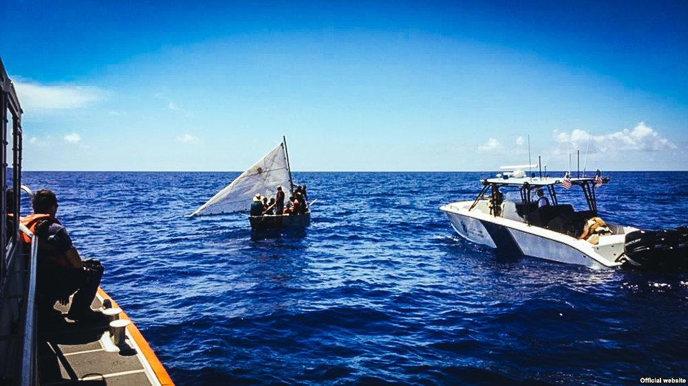 Servicio de Guardacostas de EEUU repatria a un grupo de balseros cubanos.