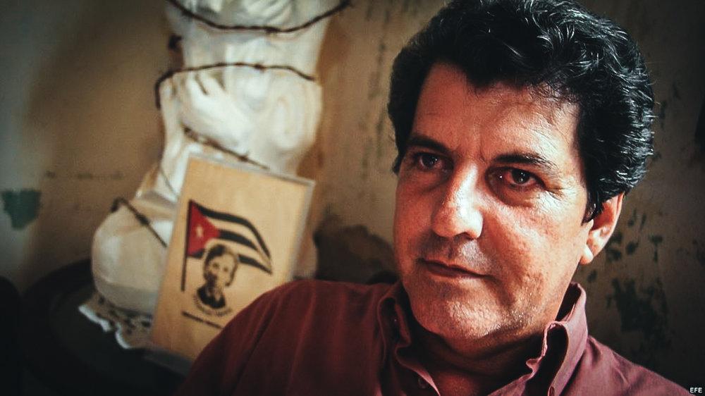 Foto de archivo (24/07/03) del opositor cubano Oswaldo Payá Sardiñas (1952-2012).