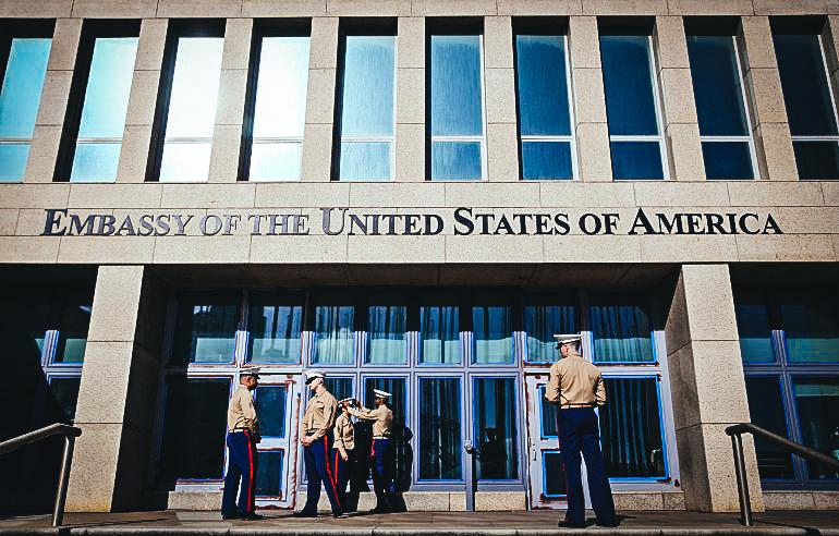 Expertos médicos de la Universidad de Miami (UM) aseguraron que el personal de la embajada de EEUU. en Cuba sufrió daños en el oído interno y trastornos de equilibrio.EFE/ARCHIVO