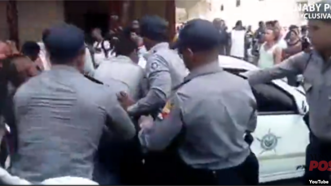 Redada policial en La Habana contra vendedores ambulantes.