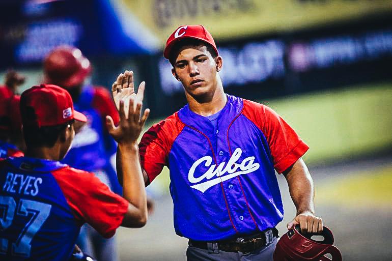 """Se rumora que los equipos contratantes deberán pagar entre el 15 y 25 por ciento de lo ofrecido al ente del béisbol cubano por la """"formación del atleta"""". EFE / Archivo"""
