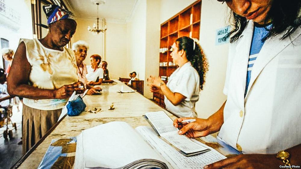 """Venta de medicamentos regulados en farmacias cubanas por """"el tarjetón"""". (Archivo RTV MARTI)"""