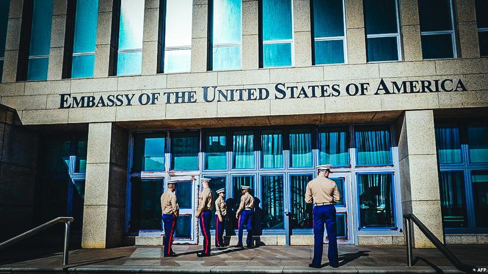 Marines de EEUU en las afueras de la Embajada de EEUU en La Habana.