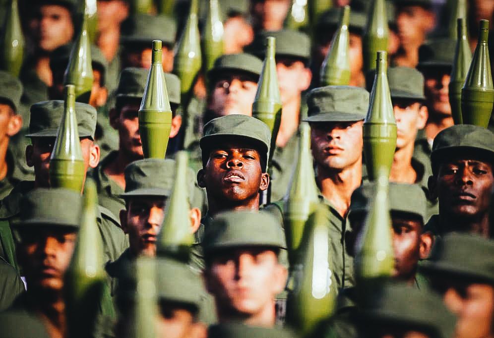 Soldados cubanos durante un desfile militar en la Plaza de la Revolución (Reuters)