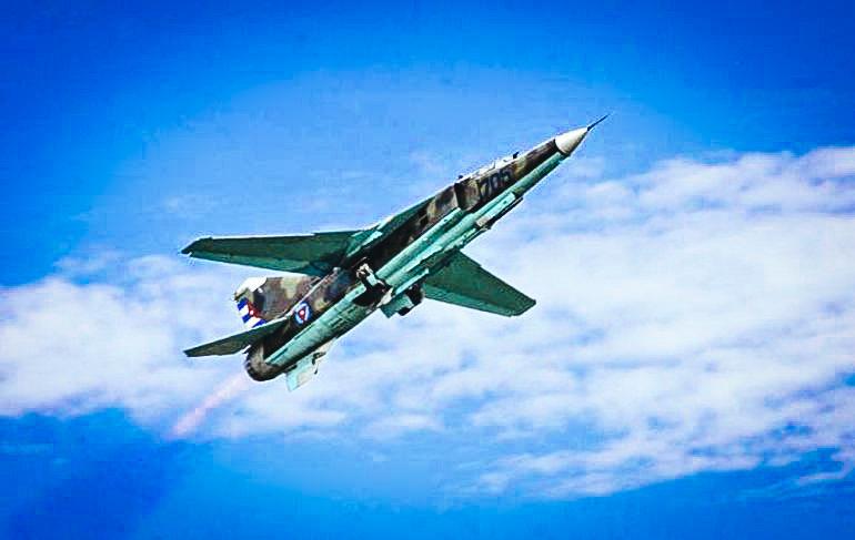 Avión militar cubano Mig 23.