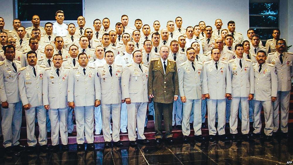 Foto Archivo. En 2005 Fidel Castro recibió a un grupo de oficiales del ejército venezolano en La Habana.