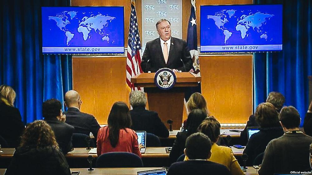 El secretario de Estado, Mike Pompeo, se dirige a la prensa.