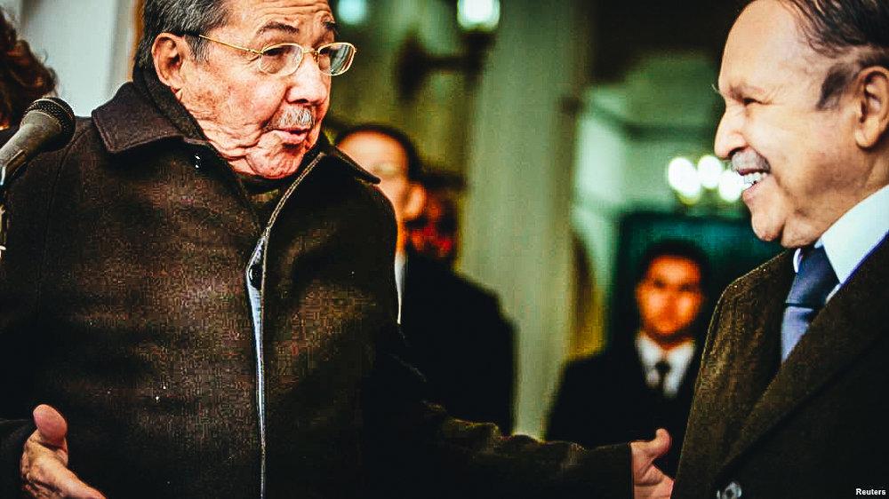 Archivo: Raúl Castro visirta a Abdelaziz Bouteflika en el Palacio Presidencial de Algers en Febrero de 2009.