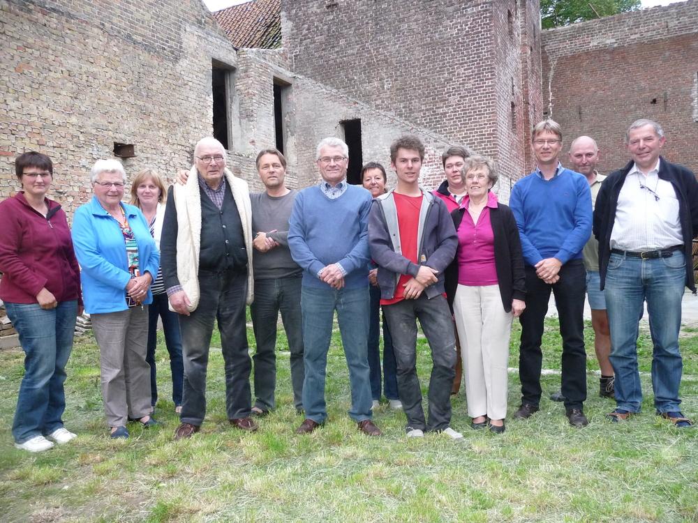 Rondgang Brouwerij Feys met Pierre Feys (4de van links) en Hendrik Nelde
