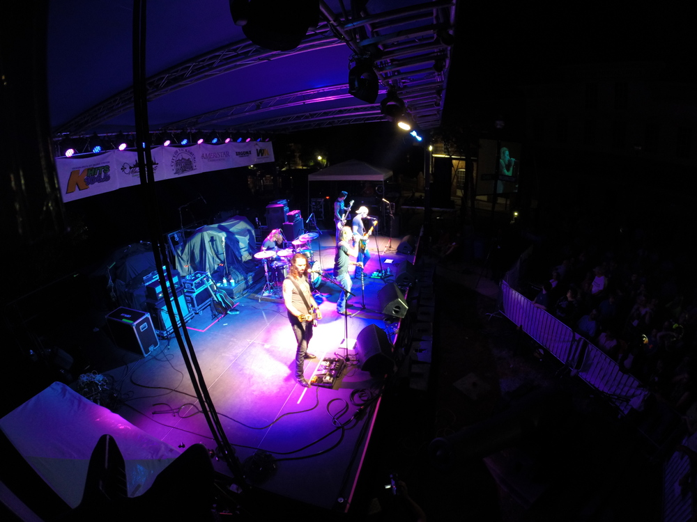 Blackjack Billy performing at the Vicksburg Riverfest 2014.