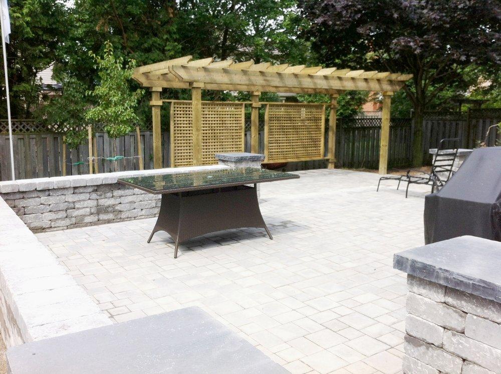 london-ontario-best-landscaper-backyard-patio-01.jpeg