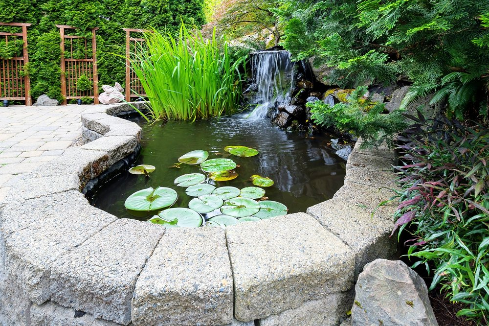 london-ontario-landscaper-pool-pond-design-garden-company-hunter-home-garden-14.jpg