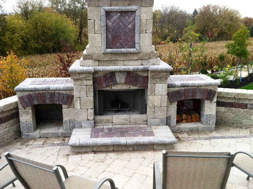london-ontario-driveway-stone-firelpace-patio-landscaper-09.jpg