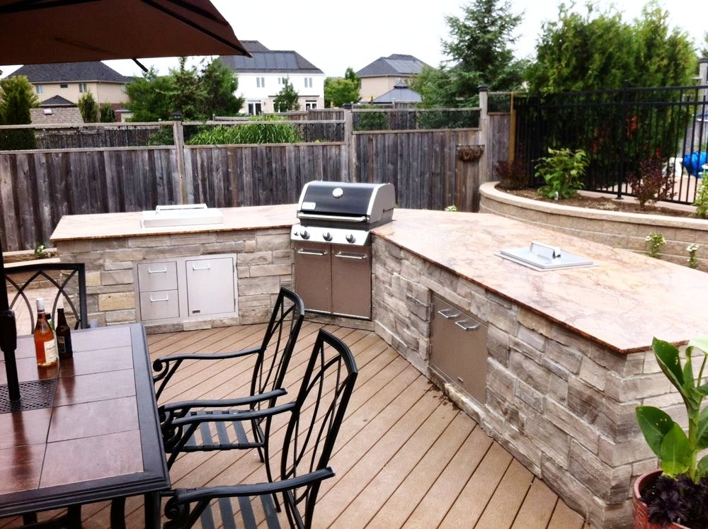london-ontario-built-in-barbecue-bbq-grill-backyard-stone-landscaper-02.jpg