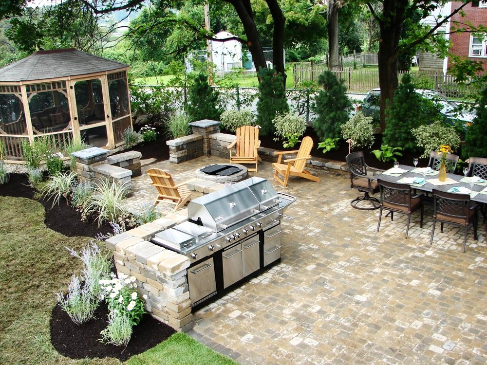 london-ontario-built-in-barbecue-bbq-grill-backyard-stone-landscaper-06.jpeg