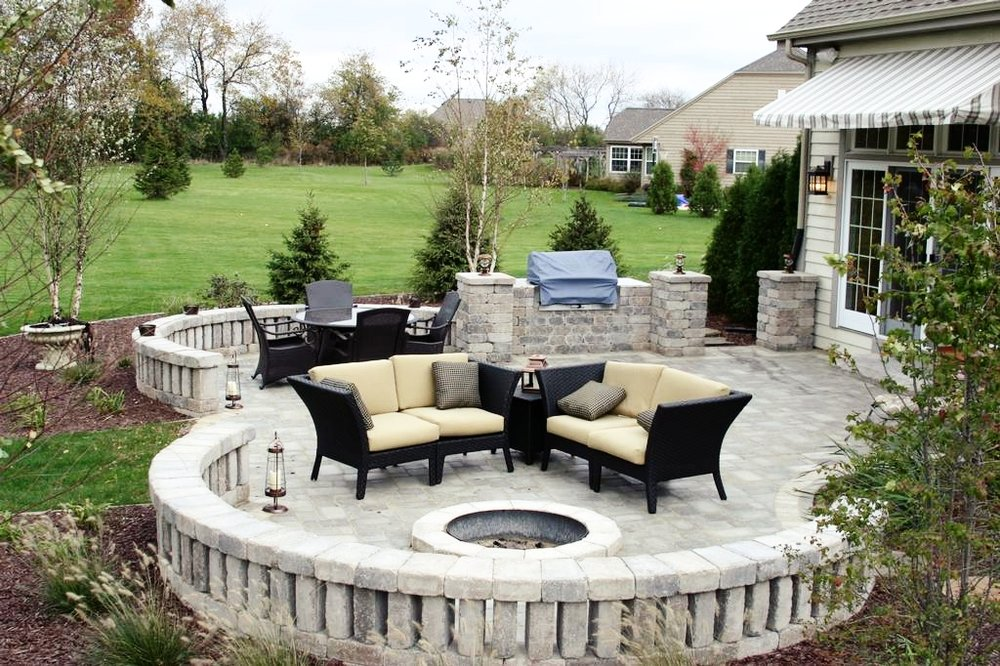 london-ontario-built-in-barbecue-bbq-grill-backyard-stone-landscaper-09.jpeg