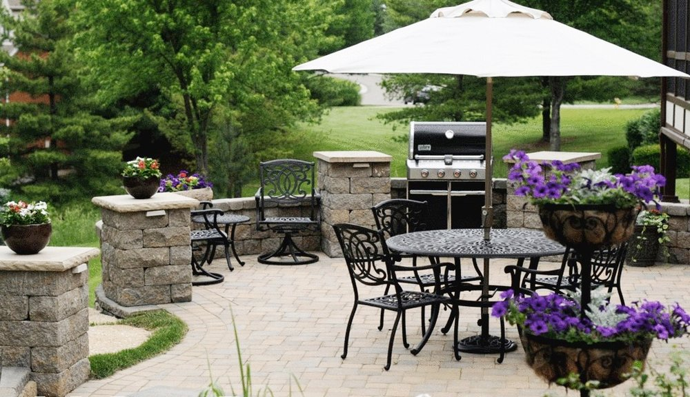 london-ontario-built-in-barbecue-bbq-grill-backyard-stone-landscaper-10.jpg