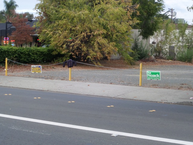 Harris-Noack Illegal Sign Placement #1 (2014 campaign).jpg