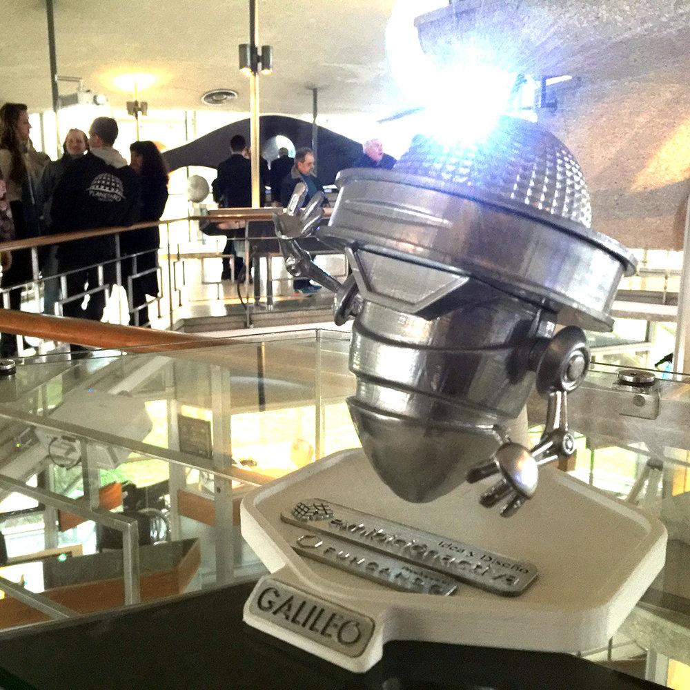 GALILEO paseando por el evento. Una idea de Mariano Bonavita a la que tuvimos la oportunidad de darle vida en la pantalla como en la realidad gracias a nuestra impresora 3D.