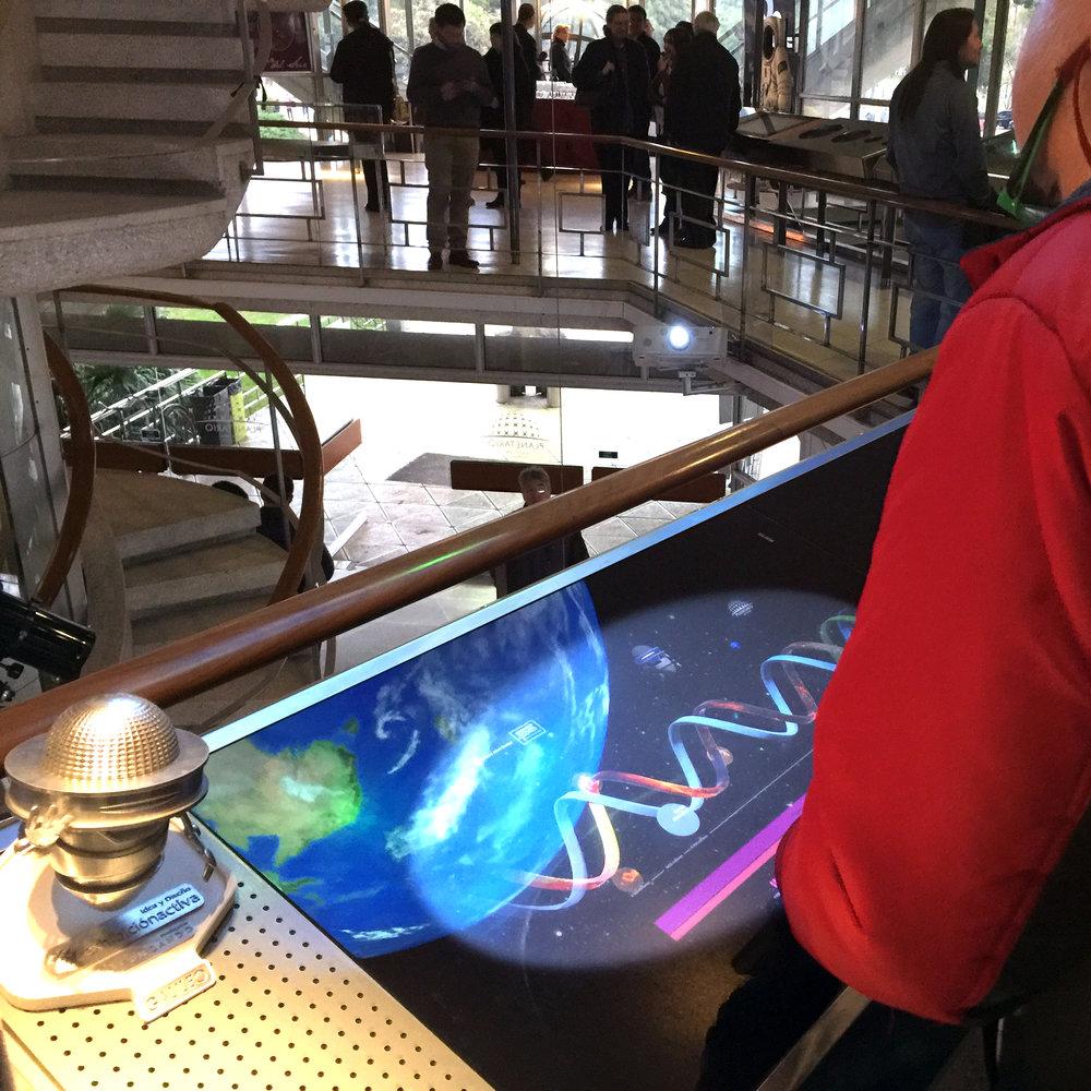 GALILEO 3D acompaña a la gente mientras usan  Un planeta en Evolución .