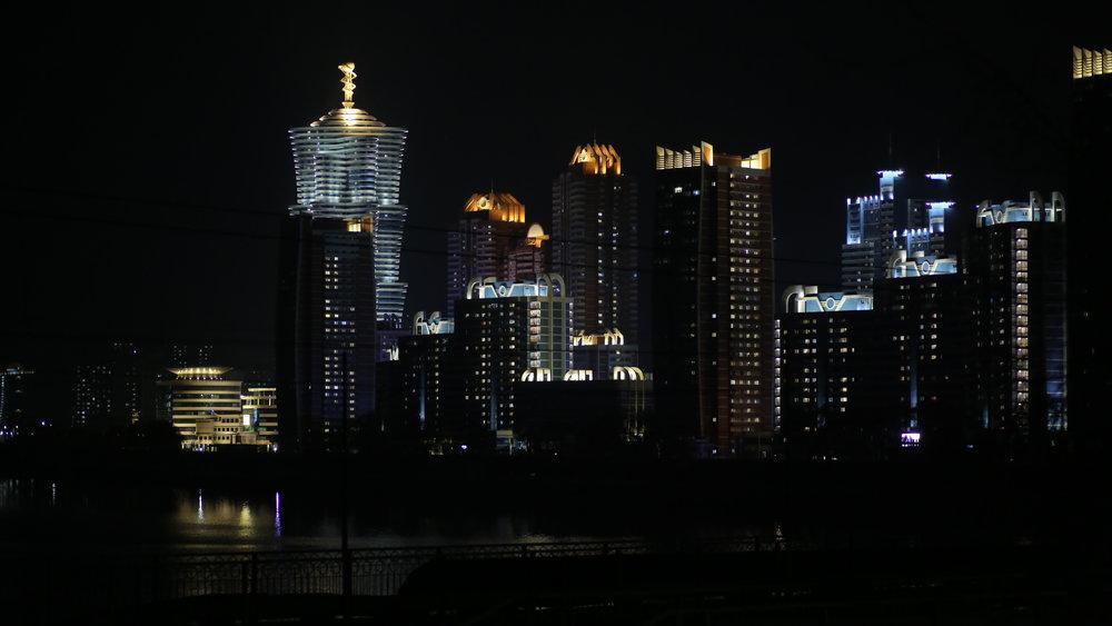 MEMENTO_MathieuCELLARD-COREE DUNORD_10_Pyongyang_nuit.JPG