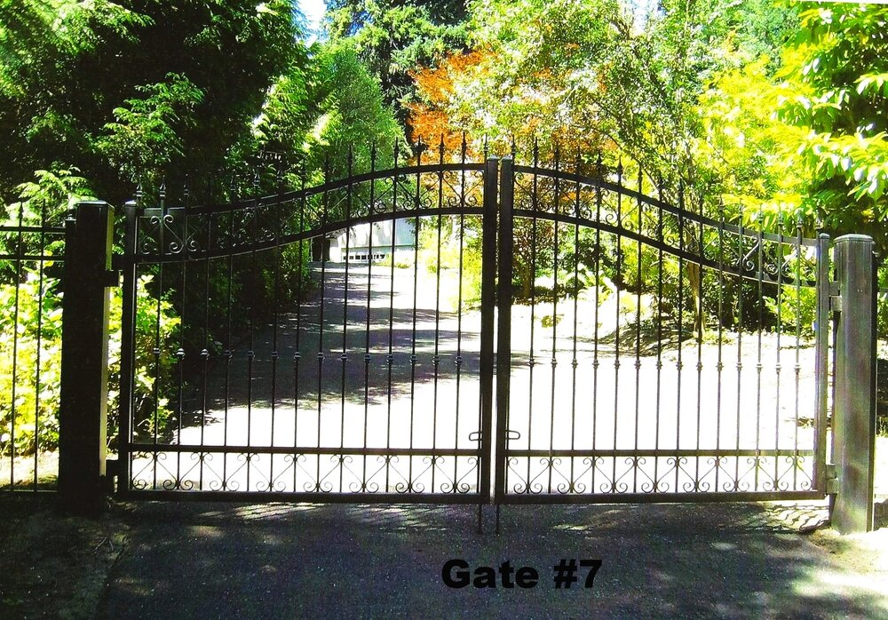 dual swing gate with arches and spears
