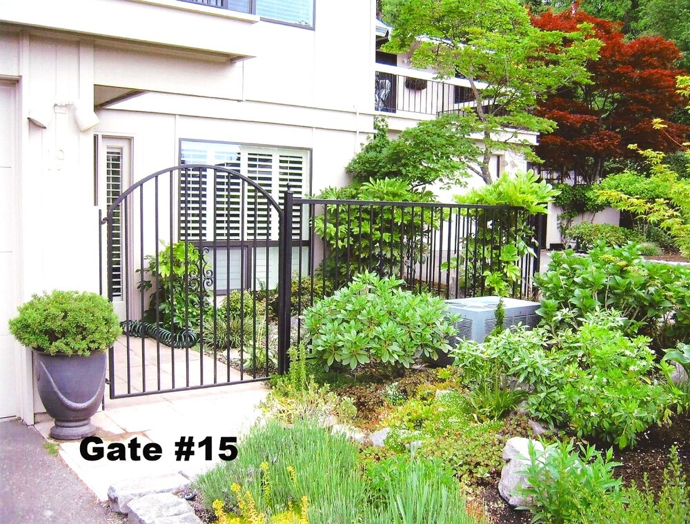 arched pedestrian gate with picket casting