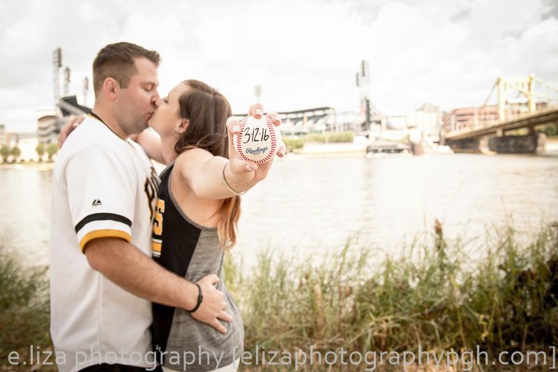 Engagement Photos :: Pittsburgh :: e.liza photography :: www.elizaphotographypgh.com