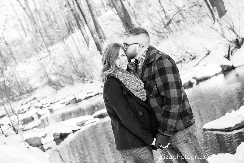 Engagement Photos :: Pittsburgh :: www.elizaphotographypgh.com