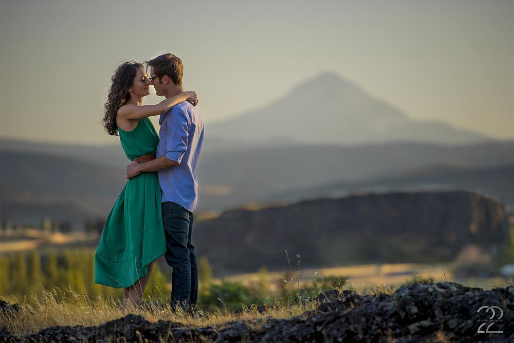 Portland Engagement Photos | Horse Thief Butte Engagement | Portland Wedding Photographers | Portland Wedding Photography