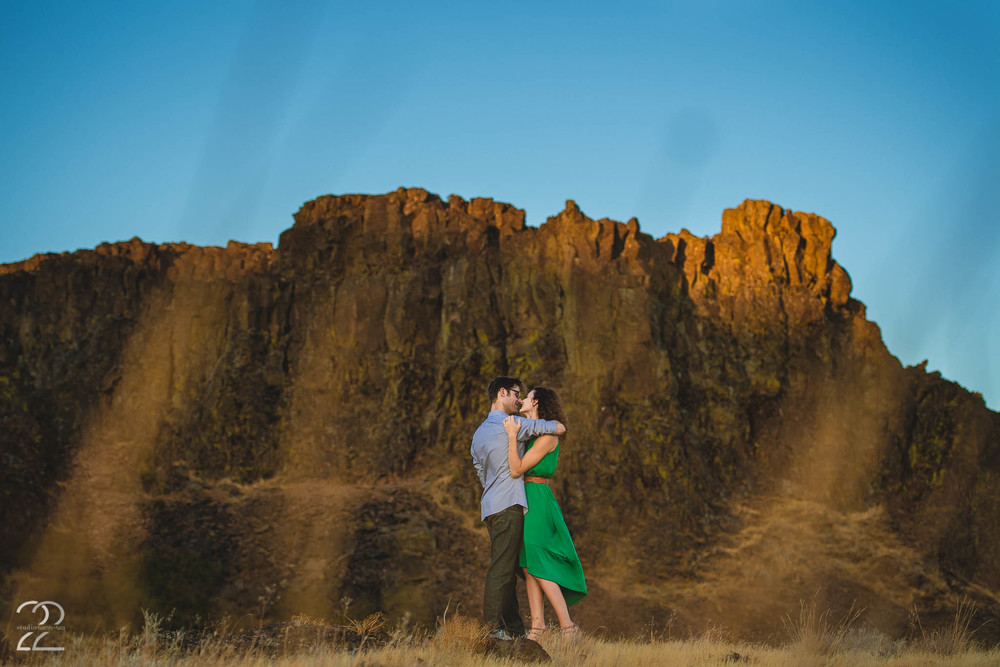 Horse Thief Butte Engagement Photos | Portland Engagement Photos | Portland Wedding Photographer | Best Destination Wedding Photographers