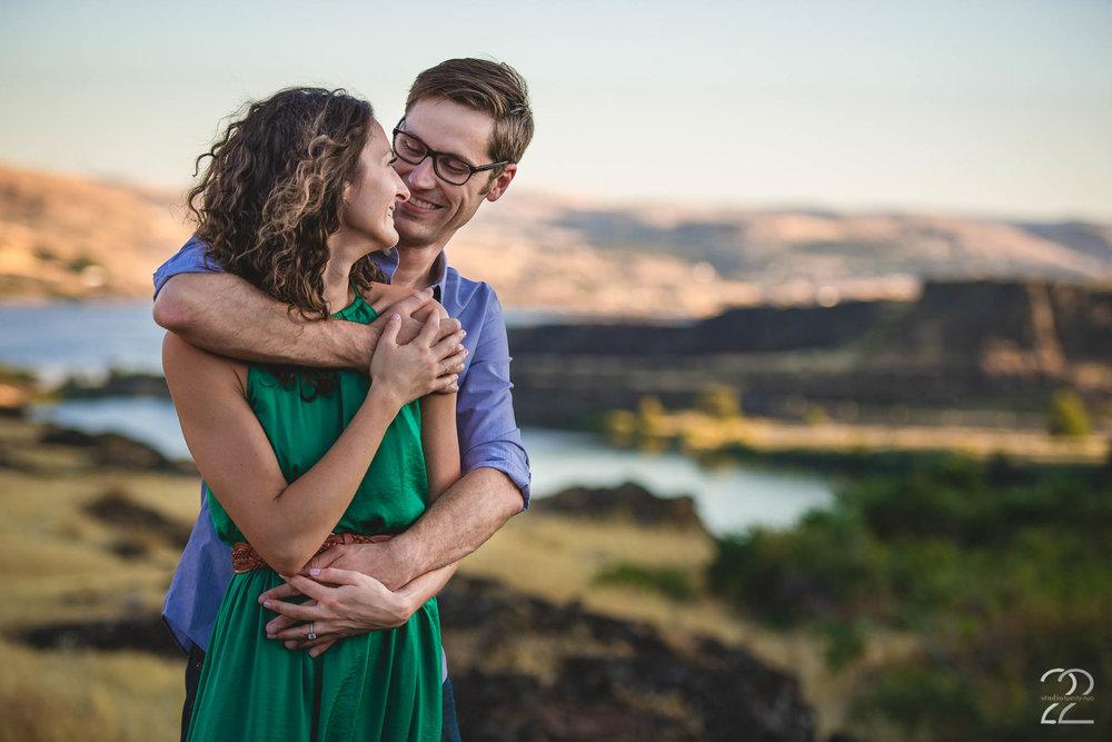 Portland Engagement Photos | Portland Wedding Photographers | Seattle Engagement Photos | Destination Wedding Photographers | Horse Thief Butte Engagement