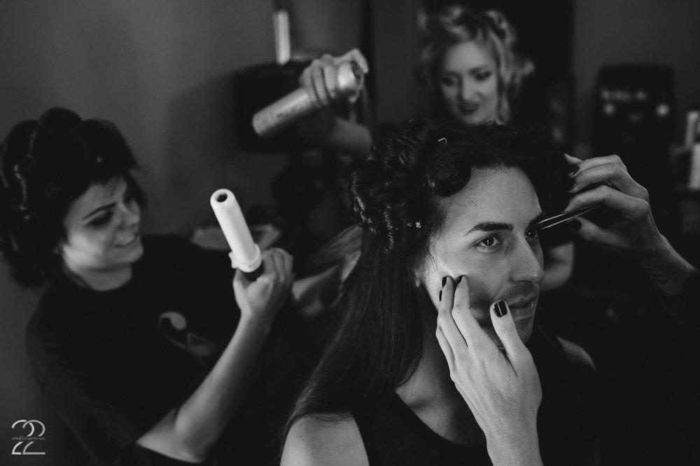 Groom Getting Ready | Dayton Wedding Photographers | Dayton Wedding Photos | Columbus Wedding Photographers | Wedding Photographers in Cincinnati | Salon EXP Dayton